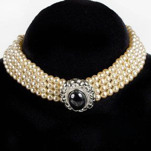 Faux Pearls Brooch Chocker Necklace